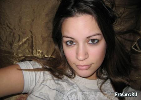 Частное фото стеснительной девушки в общаге