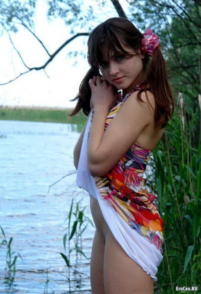 Фото молодой девушки на природе