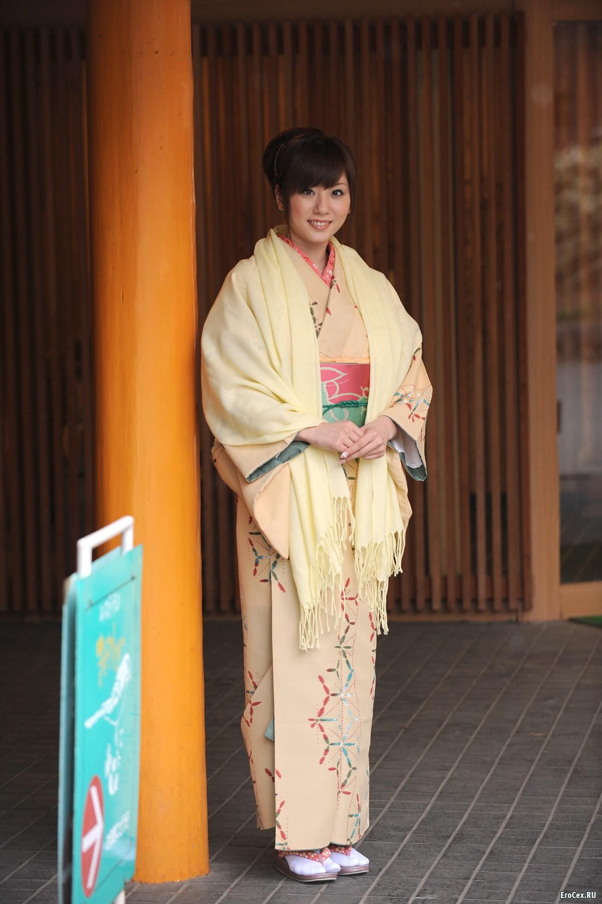 Откровенные фото азиатки в кимоно
