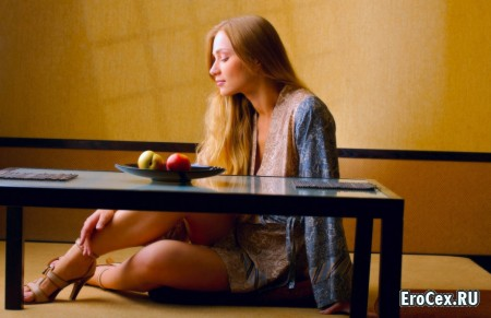 Фото девушки с яблоками