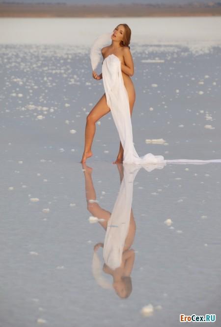 Сексуальная девочка на льду