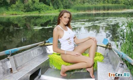 Фото эротика на озере