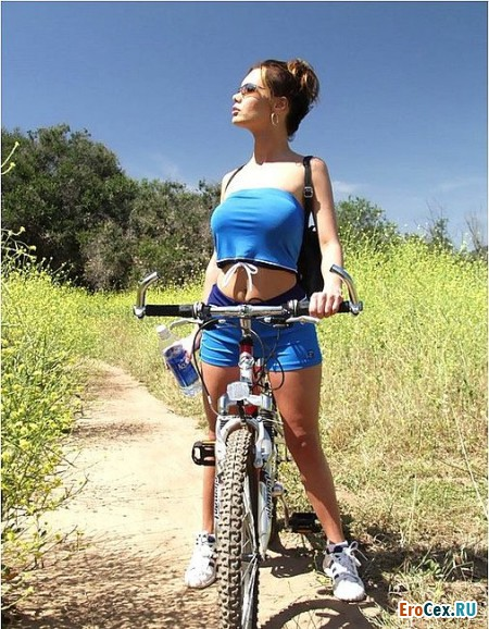 Фото эротика велосипедистки