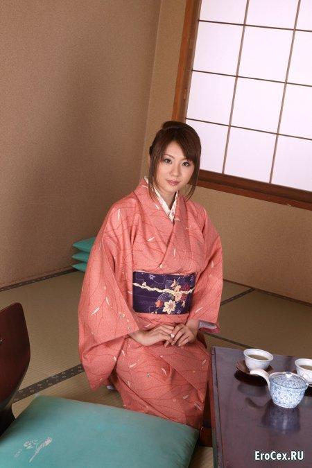 Прелести азиатки в кимоно