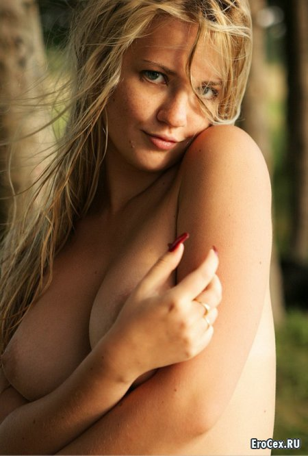Фото эротика блондинки в пруду