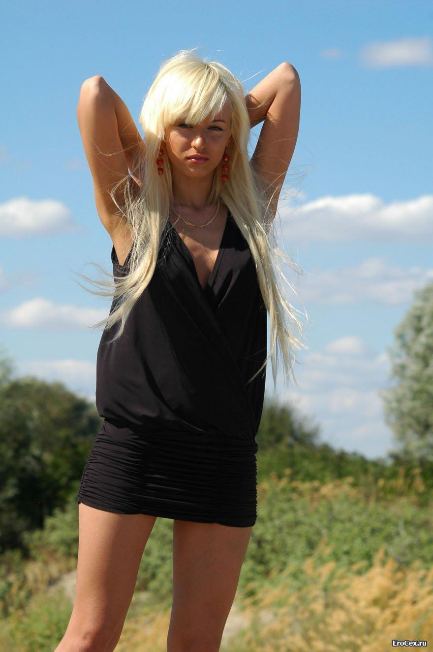Фото эротика блондинки на песке