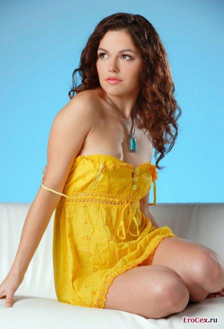 Эротическая фотосессия красивой девушки