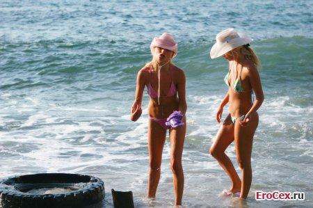 Сексуальные блондинки на море