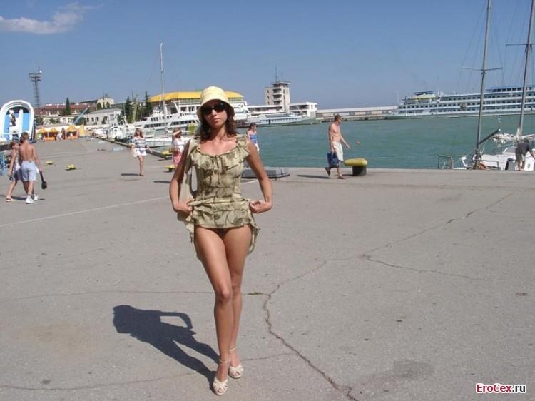 Жена в Крыму