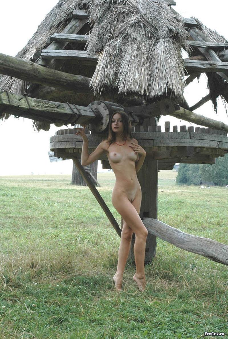 Деревенская жизнь девушки